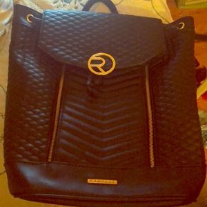 Hello I'm selling a high end black and gold bag